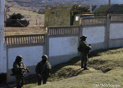трое военных с оружием сбежали из части