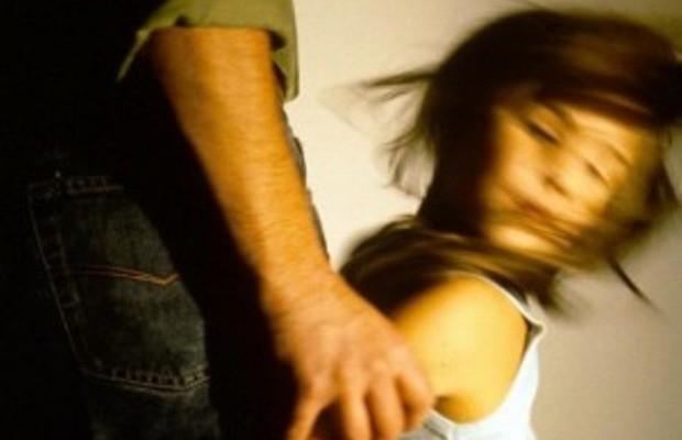 насиловал дочь