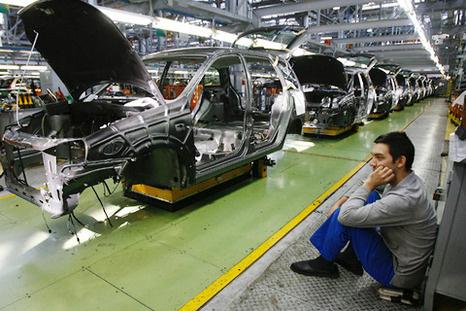 proizvodstvo legkovyh avtomobilej sokratilos