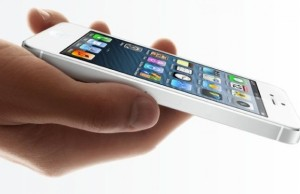 vladelcy iphone podali v sud na apple