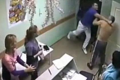 vrach izbil pacienta